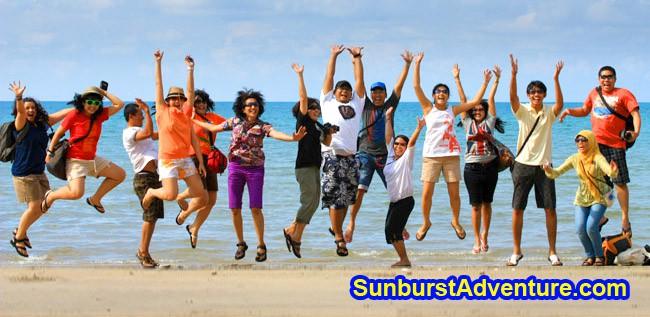 Paket Tour Belitung lompat dipantai